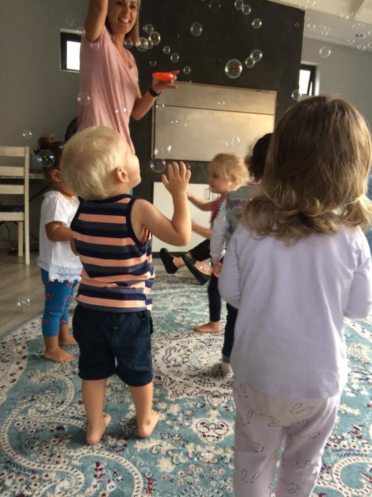 Musical bubbles at Wriggle and Rhyme Panorama